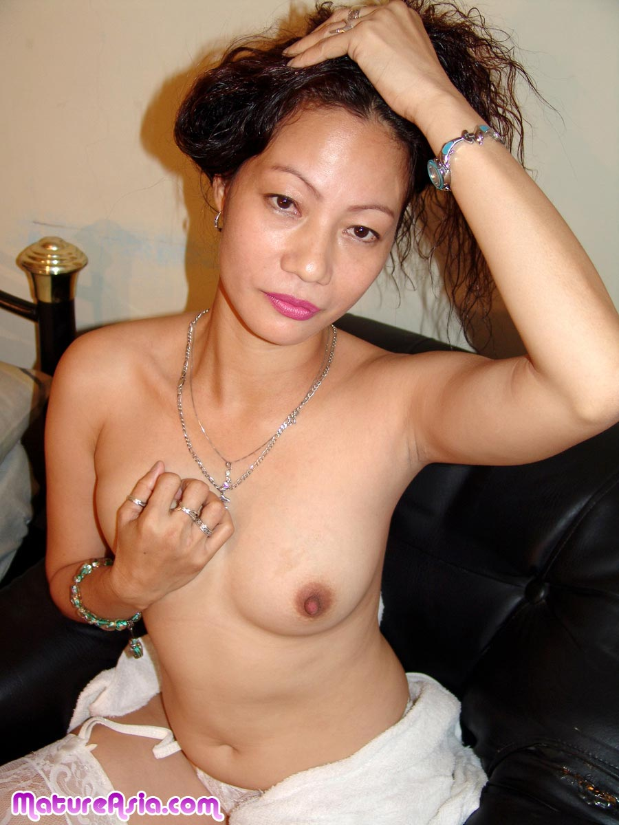 Sexy mature asian milf