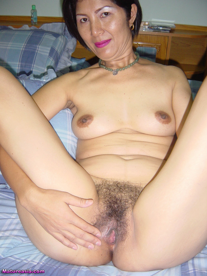 Horny mature masterbating