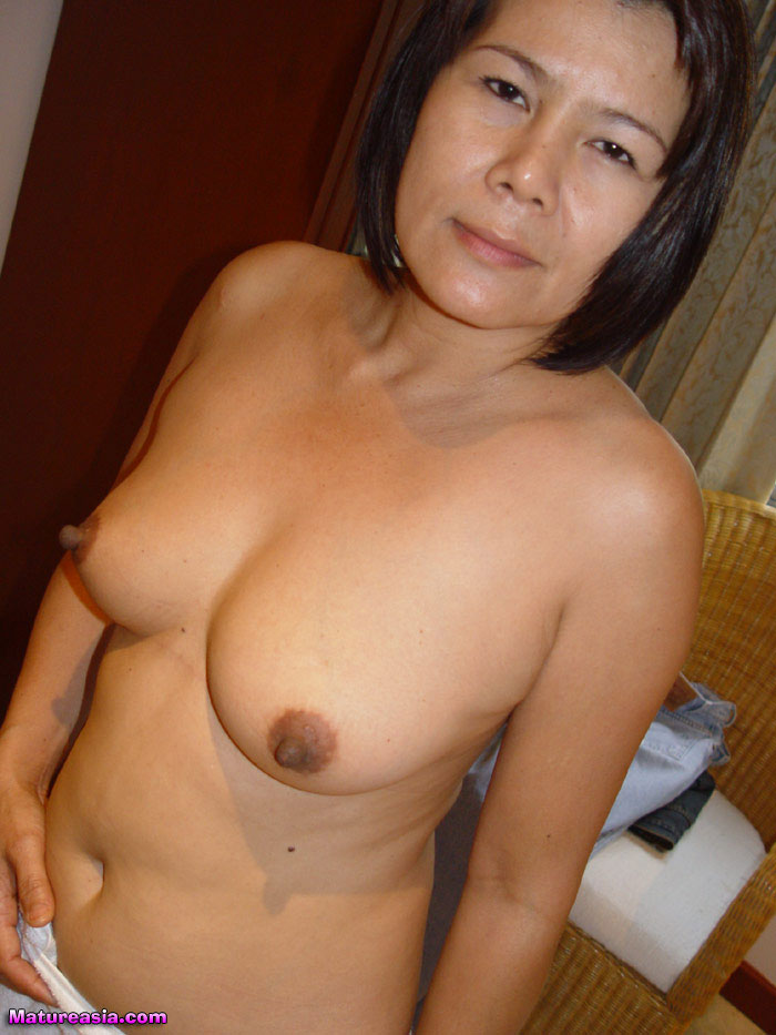 milf close up masterbation