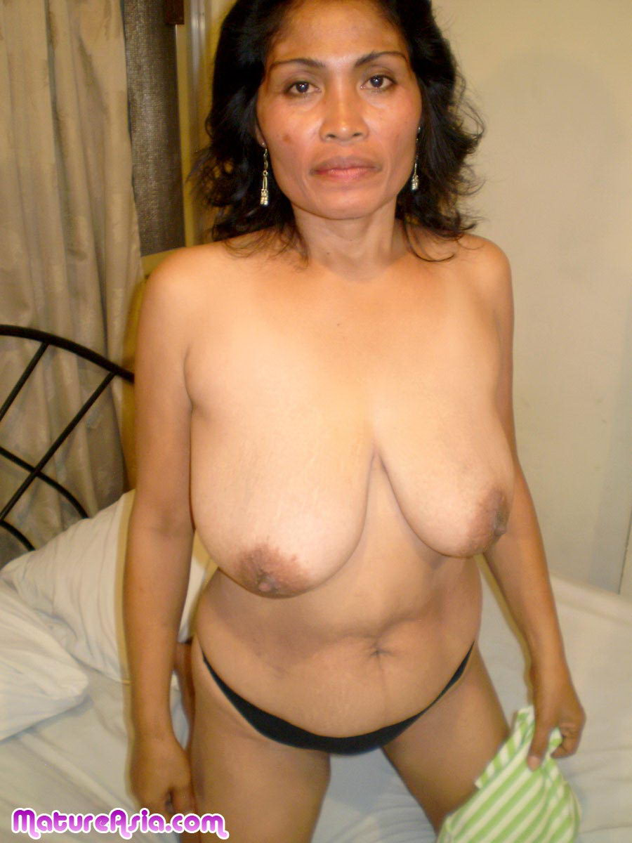 Lyne Horny mature Asian granny toying her wet Asian pussy ...