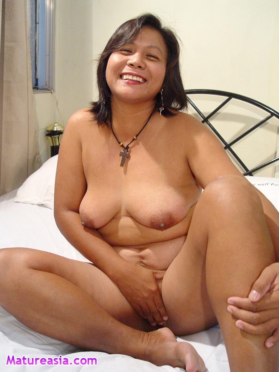 Wet mature asian pussy