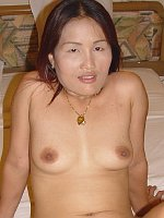 Mature Yam Asian cougar dick sucker