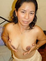 Old asian wife toying her wet pussy