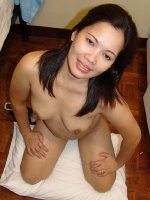 Mature Quy Shows Her bigHairy Pussy