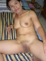 Mature Kin Asian cougar closeup hoe